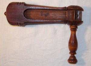 WOODEN ANTIQUE GRAGGER